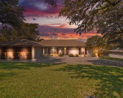 1520 Trafalgar Rd, Fort Worth, TX 76116