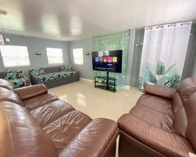 VACATION HOME 10 mins to Airport/Las Olas/Beaches/Wilton Manors. GREAT LOCATION - Central Fort Lauderdale