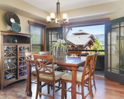 Shuswap Lake - Exceptionally designed lodge offers comfort and luxurious living - Blind Bay