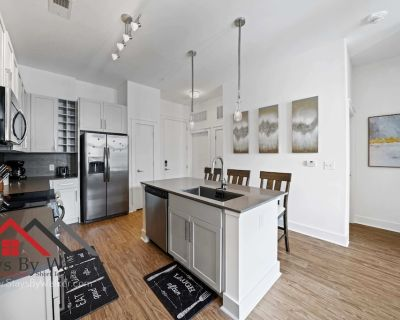 Modern Uptown 2BR King Beds Gym Parking Heated Pool Staysbyw - Second Ward