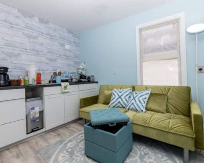 Private Patio Cozy Apt + fireplace + Queen Bed - Penrose