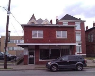 2500 sq ft Offices/ Apartment 2 Bedrooms 1.5 bath
