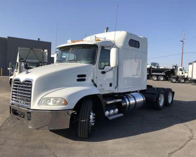 2014 MACK PINNACLE CXU613 Sleeper Trucks Heavy Duty