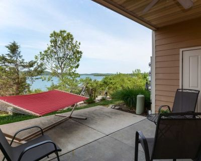 Table Rock Lake Front Condo - First Floor Walkout, Pet-Friendly, Whirlpool Tub - C1 - Hollister