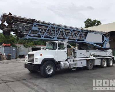 Putzmeister TB-105 Telebelt on 1999 Mack RD688S 8x4 Concrete Conveyor Truck