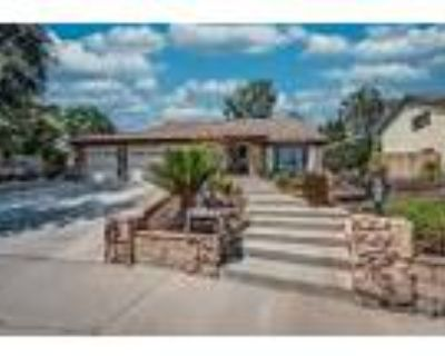 Country Club Area With A Pool - RealBiz360 Virtual Tour