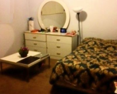 Private room + private bathroom, parking, WH