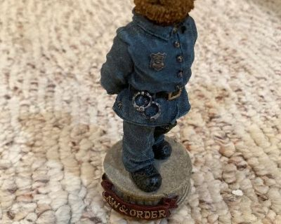 Estate Sale in Candlewick Beautiful Home Decor/ Awesome Man Cave Items Police Officer Memorabilia