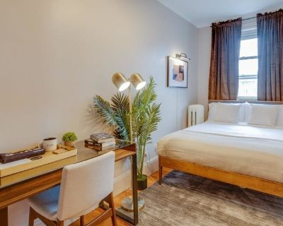 Private room with shared bathroom - Boston , MA 02114