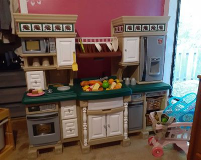Step 2 kitchen, comes with food, plates, cups, some utensils, pots, pans, lids, salt and pepper and more, kitchen includes microwave (needs