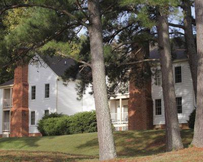 Studio Suite w/ Free WiFi, Seasonal Resort Pool & 2 Miles to Historic District - York
