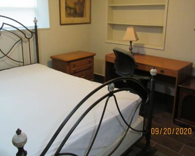 Private room with shared bathroom - Forest Park , IL 60130