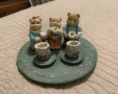 Collectible Bear plate with figures