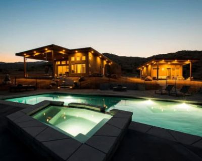 Modern Desert Oasis with Views, Crystals, Swimming Pool and More!, pioneertown, CA