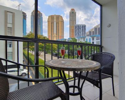 Newly furnished 2 bedroom condo in Sunny Isles Beach! 5 min to walk to the beach - Sunny Isles Beach