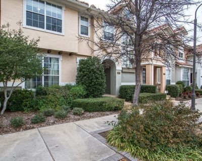 Well Appointed Townhome Minutes From DFW Airport, Entertainment and More - Las Colinas