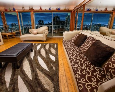 Hilltop Skyline Retreat With Breathtaking Jetliner Views - Hollywood Heights