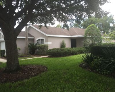 WATCH GOLFERS FROM YOUR COVERED LANAI - Mount Dora