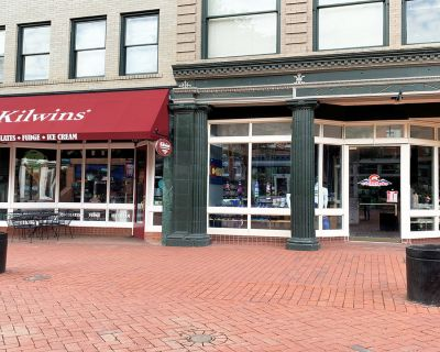 Small Retail Space on Downtown Boulder s Iconic Pearl Street