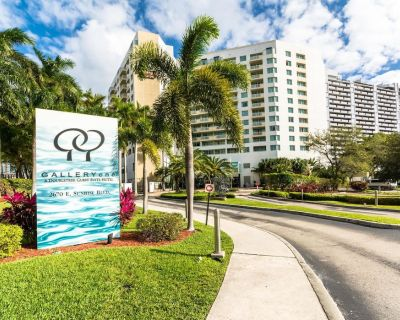 Largest 2 bedroom in the DoubleTree Suites by Hilton Hotel - Walk to the Beach! - Fort Lauderdale