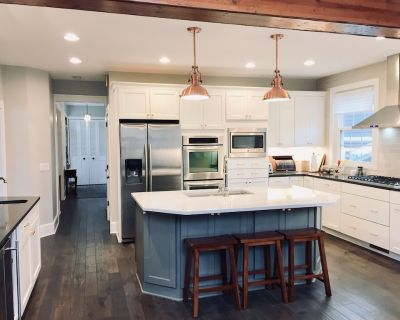 Beautiful Home in the Heart of the Bay! 15 Minutes to Downtown! - Whitefish Bay