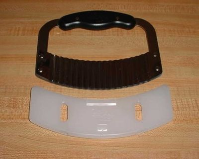 Barely Used Pampered Chef Stainless Steel Crinkle Cutter With Protective Guard. Perfect For Making Fancy Cuts Of Fruit, Vegetables...