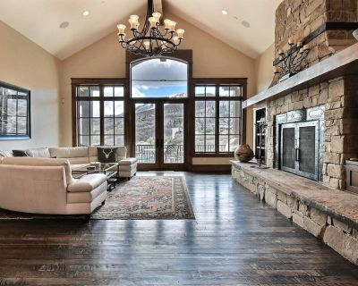 Ski-in, Ski-out Townhouse in Deer Crest Area With Lake Views and Hot Tub - Park City