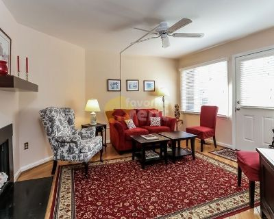 Downtown Annapolis 2 bed 1.5 bath townhome