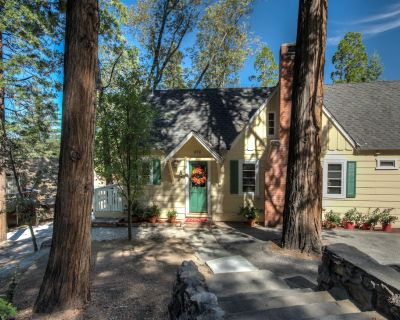 """The Songbird, """"Just for Two,"""" Pristine vintage Cabin, perfect for getaways! - Lake Arrowhead"""