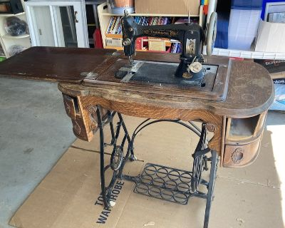 Antique Sewing Machine Table with Working Machine