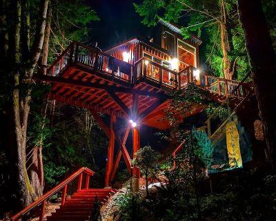 Owl s Perch Treehouse Private Treetop Escape - Sooke