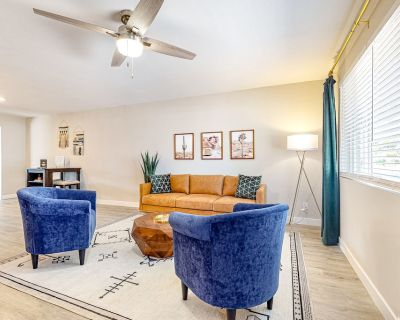 Stylish, Dog-Friendly Oasis w/ Free WiFi, Central A/C, Washer/Dryer, & Ping-Pong - Tempe