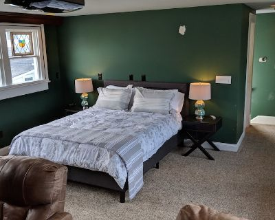 Carriage House with 2 Bed, 2 Bath, Kitchen and Media Room - Beaufort