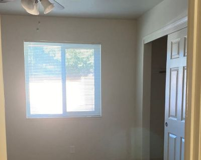 Private room with shared bathroom - Chico , CA 95928