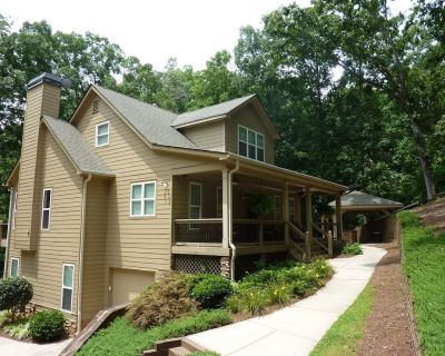 Private lake house retreat - Convenient location has outdoor kitchen & fire ring - Gainesville