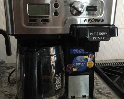 COFFEE MAKER AND EXTRAS