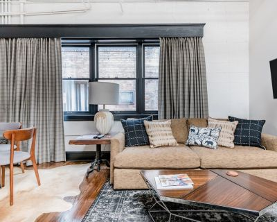 1 BD King / 1 BA private apartment in downtown Asheville at 80 N. Lexington Ave - Downtown Asheville