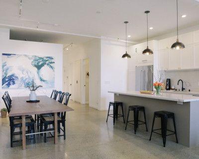 Loft with Natural Light, Brick Wall, & Kitchen, Oakland, CA