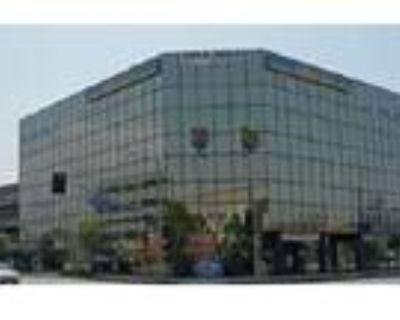 North Hollywood, Has full kitchen and conference room Highly