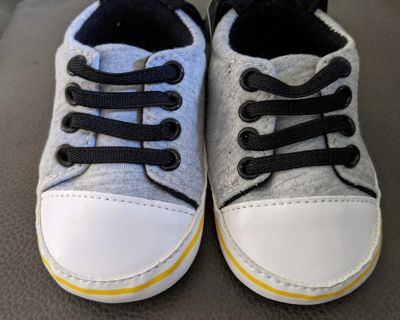 6-9 month baby boy shoes - brand new