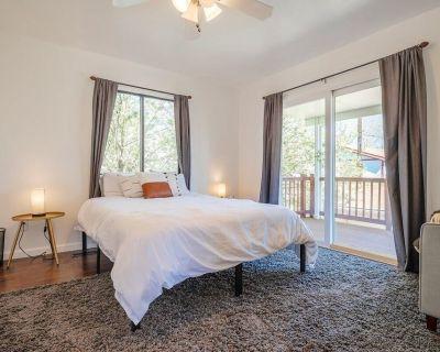 Loftium | Bright 3 Bedroom & 2 Bath Suite + Private Balcony! - Washington Virginia Vale
