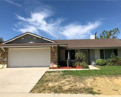 Newly remodeled 3 bedrooms 2 baths single story house.