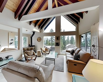 Lake-View Escape   Private Hot Tub, Scenic Deck   EV Charger, Heated Driveway - Incline Village