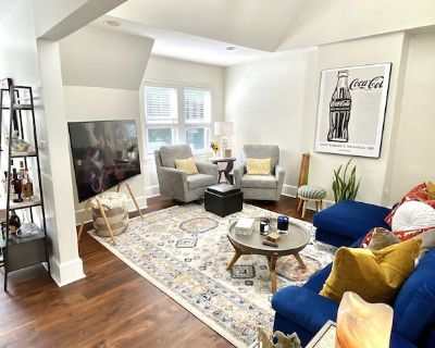 Historic Downtown Wilmington, Work / Stay Wifi Furnished Top Floor Apartment - Wilmington