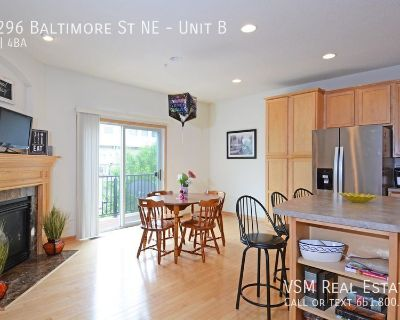 Club West Gem - Don't miss out on this wonderful townhome September 1st