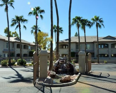 Gorgeous Old Town Getaway - South Scottsdale