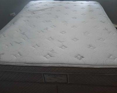 Pillowtop queen size bed