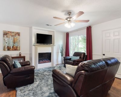 Dog-Friendly Getaway in the Trees w/ Patio, Private Hot Tub, & Great Location - Pigeon Forge