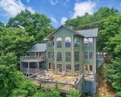 Lodge Above Ober Gatlinburg w/ Private Hot Tub, Shared Pool, & Amazing Views! - Chalet Village