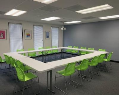 Flexible Classroom / Seminar / Casting Suite Central to Studios, Burbank, CA